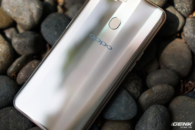 Trên tay OPPO A7: thiết kế đẹp, mặt lưng thủy tinh hữu cơ, cấu hình tầm trung, giá 6 triệu - Ảnh 4.
