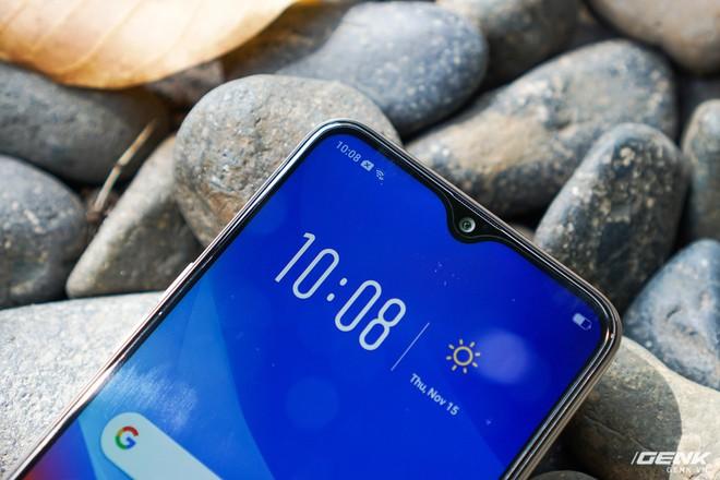 Trên tay OPPO A7: thiết kế đẹp, mặt lưng thủy tinh hữu cơ, cấu hình tầm trung, giá 6 triệu - Ảnh 6.