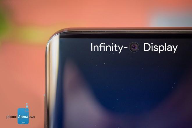 Galaxy S10 sẽ không có tai thỏ, nhưng sẽ có một lỗ nhỏ đục giữa màn hình - Ảnh 1.