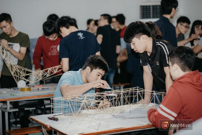 Sinh viên Kiến trúc gây bất ngờ khi tạo ra chiếc cầu siêu mỏng manh nhưng có sức đỡ nặng gấp 5000 lần - Ảnh 2.
