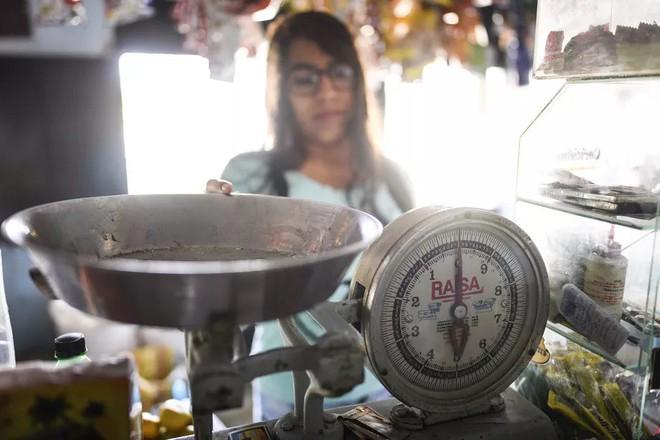 [Giải ngố] Bằng cách nào, các nhà khoa học định nghĩa lại khái niệm một kilogram? - Ảnh 7.