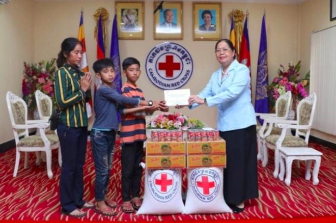 Cậu bé Campuchia giao tiếp bằng mười mấy thứ tiếng được cấp học bổng chính phủ, trở thành ngôi sao truyền hình Trung Quốc - Ảnh 4.