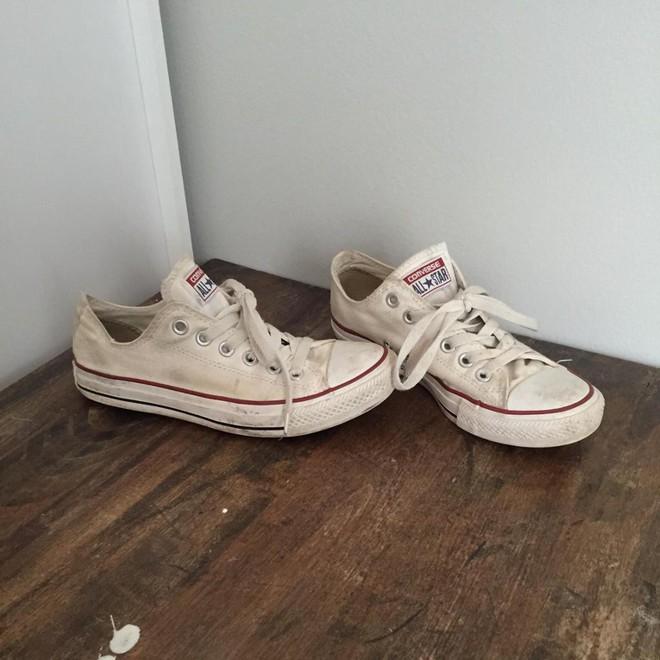 Khoa học chứng minh: Đi giày không đi tất thà đi chân đất còn hơn! - Ảnh 1.