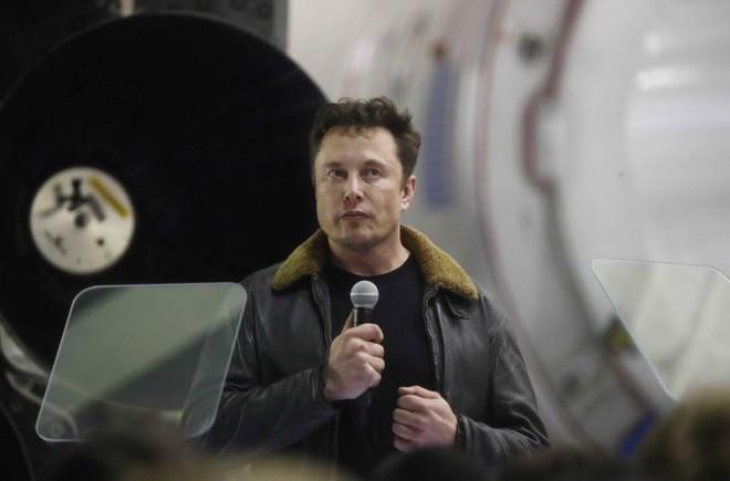 Elon Musk thẳng tay đuổi 7 nhân sự SpaceX vì không đáp ứng được tiến độ phát triển vệ tinh Internet toàn cầu - Ảnh 1.