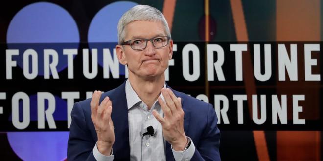 Apple đang gặp rắc rối nghiêm trọng, giá cổ phiếu sụt giảm 7%, có nguy cơ đánh mất cột mốc giá trị 1.000 tỷ USD - Ảnh 1.