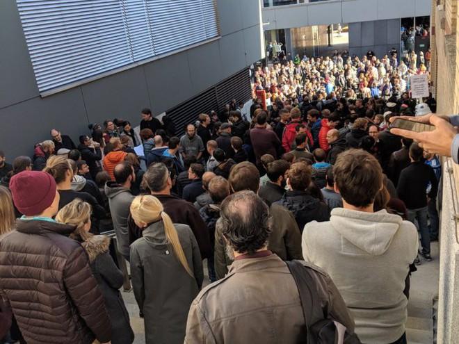 Nhân viên Google trên toàn thế giới bỏ việc, xuống đường biểu tình nhằm phản đối hành vi sai trái của công ty - Ảnh 5.