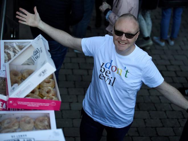 Nhân viên Google trên toàn thế giới bỏ việc, xuống đường biểu tình nhằm phản đối hành vi sai trái của công ty - Ảnh 19.