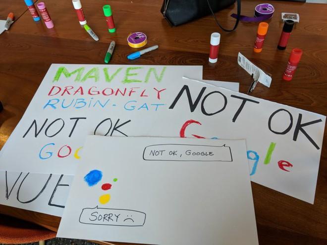 Nhân viên Google trên toàn thế giới bỏ việc, xuống đường biểu tình nhằm phản đối hành vi sai trái của công ty - Ảnh 21.