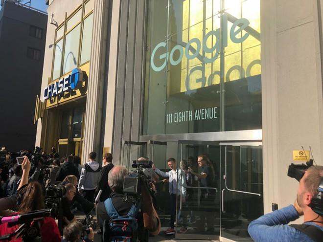 Nhân viên Google trên toàn thế giới bỏ việc, xuống đường biểu tình nhằm phản đối hành vi sai trái của công ty - Ảnh 23.