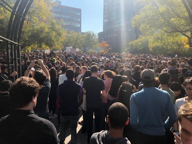 Nhân viên Google trên toàn thế giới bỏ việc, xuống đường biểu tình nhằm phản đối hành vi sai trái của công ty - Ảnh 29.