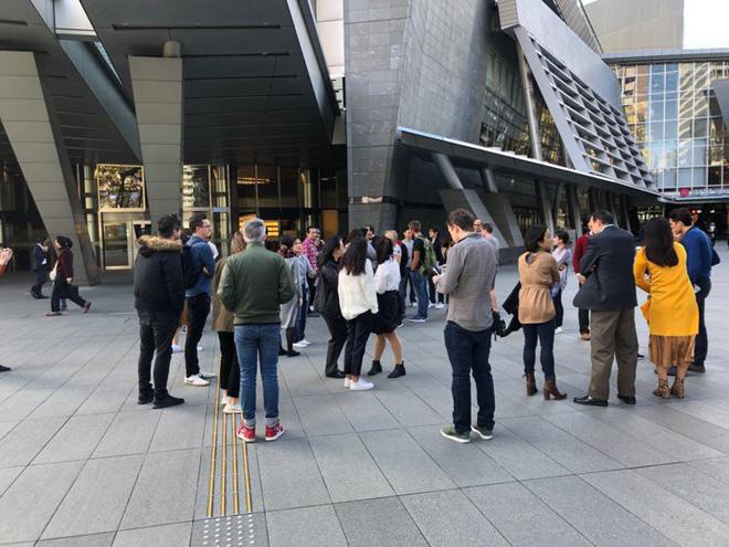 Nhân viên Google trên toàn thế giới bỏ việc, xuống đường biểu tình nhằm phản đối hành vi sai trái của công ty - Ảnh 33.