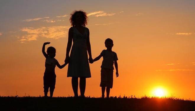 Lịch sử hẹn hò của người mẹ có thể ảnh hưởng đến đời sống tình cảm của con cái - Ảnh 1.