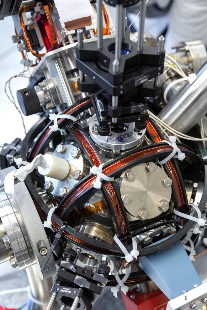 Chế tạo thành công la bàn lượng tử chính xác tới mức nguyên tử, vượt trội hơn so với GPS - Ảnh 3.