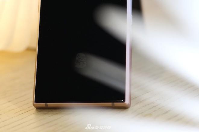 Cận cảnh W2019, smartphone nắp gập giá bằng hai chiếc iPhone XS Max của Samsung - Ảnh 5.