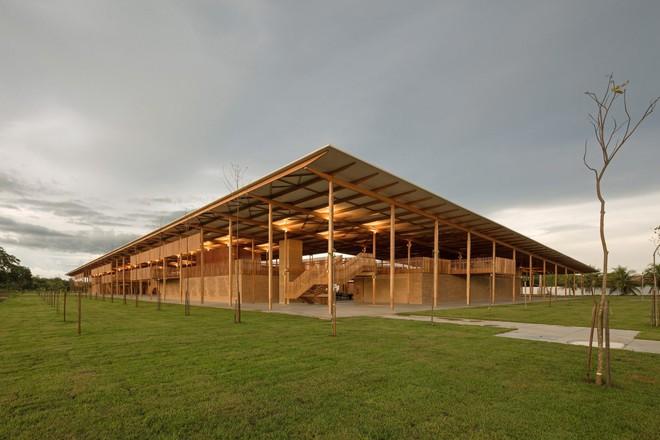 Ngôi trường làm từ gỗ và gạch bùn trong rừng nhiệt đới Brazil giành giải kiến trúc xuất sắc nhất thế giới 2018 - Ảnh 2.