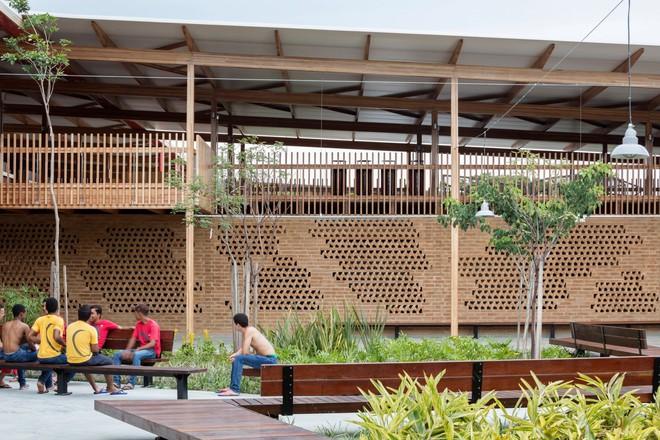 Ngôi trường làm từ gỗ và gạch bùn trong rừng nhiệt đới Brazil giành giải kiến trúc xuất sắc nhất thế giới 2018 - Ảnh 14.