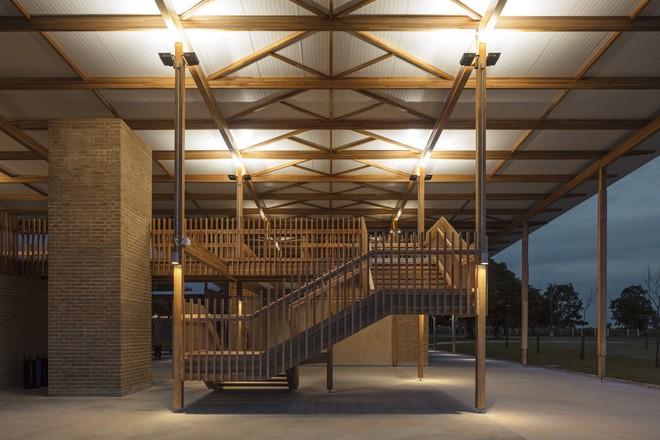 Ngôi trường làm từ gỗ và gạch bùn trong rừng nhiệt đới Brazil giành giải kiến trúc xuất sắc nhất thế giới 2018 - Ảnh 17.
