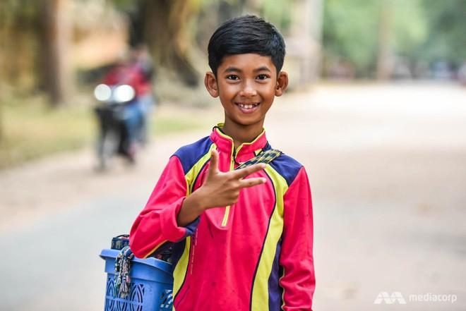 2 câu chuyện truyền cảm hứng học ngoại ngữ: Anh bảo vệ học 7 ngôn ngữ trong 15 tháng và cậu bé bán rong nói được 16 thứ tiếng - Ảnh 1.