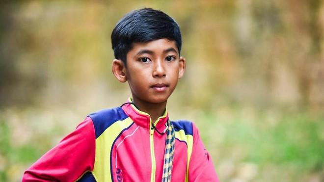 2 câu chuyện truyền cảm hứng học ngoại ngữ: Anh bảo vệ học 7 ngôn ngữ trong 15 tháng và cậu bé bán rong nói được 16 thứ tiếng - Ảnh 2.