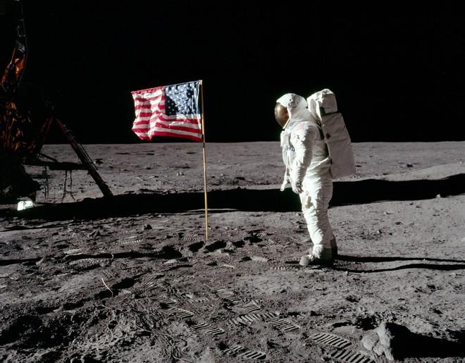 Nga: Chúng tôi sẽ lên Mặt Trăng để xem có cờ Mỹ cắm trên đó hay không - Ảnh 1.