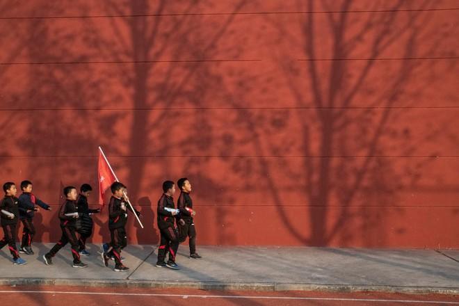Trường học kỳ lạ ở Trung Quốc: Đào tạo những chàng trai ẻo lả, yếu ớt thành đàn ông đích thực - Ảnh 7.