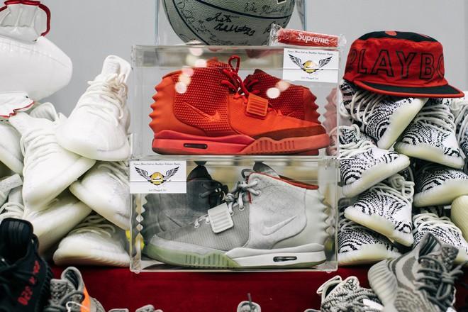 Kanye West muốn làm Steve Jobs của giới mộ điệu nhưng Yeezy sẽ không bao giờ trở thành chiếc iPhone của làng sneakers - Ảnh 3.