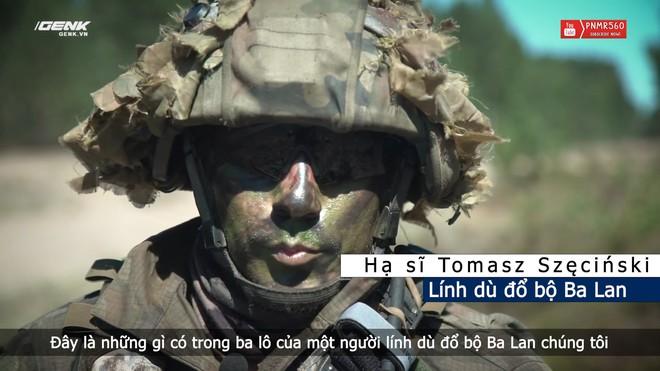 [Vietsub] Có gì trong ba lô nặng 40 kg của một người lính nhảy dù Ba Lan? - Ảnh 1.