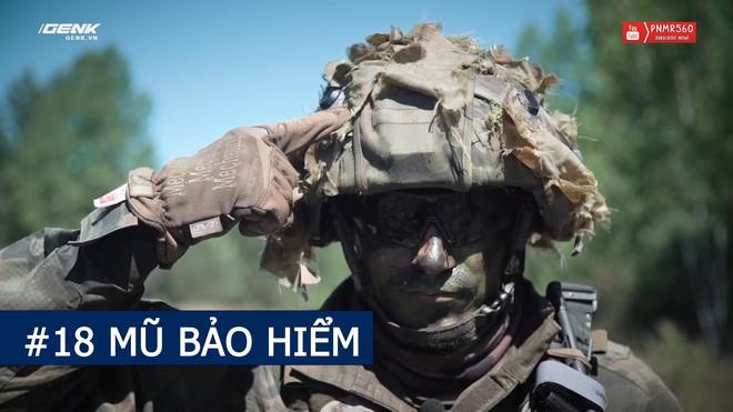 [Vietsub] Có gì trong ba lô nặng 40 kg của một người lính nhảy dù Ba Lan? - Ảnh 3.