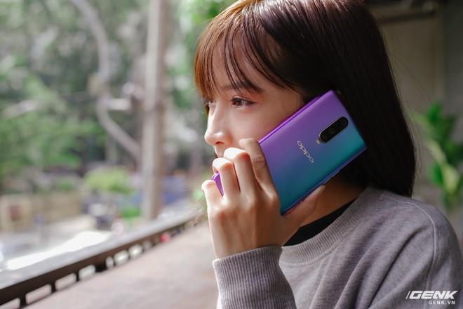 Thị trường Việt: Vì sao các hãng smartphone bỗng dưng nhảy lên đánh nhau ở phân khúc trên 12 triệu đồng? - Ảnh 7.
