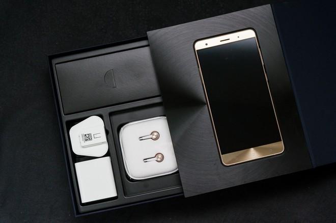 Thị trường Việt: Vì sao các hãng smartphone bỗng dưng nhảy lên đánh nhau ở phân khúc trên 12 triệu đồng? - Ảnh 6.