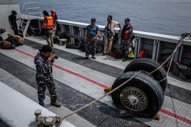 Hộp đen máy bay Lion Air rơi xuống biển tiết lộ 11 phút kinh hoàng: phi công đã phải chiến đấu với lỗi hệ thống tự động lái - Ảnh 1.
