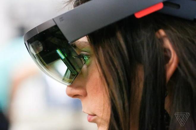 Microsoft ký hợp đồng cung cấp thiết bị HoloLens trị giá 480 triệu USD cho quân đội Mỹ - Ảnh 1.