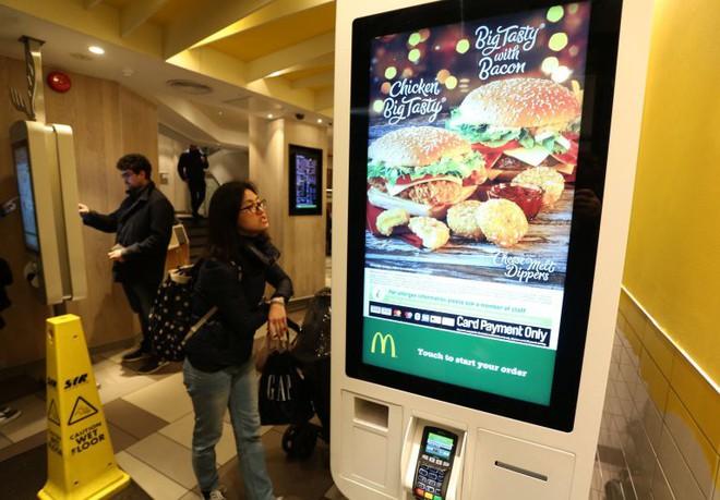 Anh: Tìm thấy dấu vết phân người trên các màn hình cảm ứng của McDonalds - Ảnh 3.