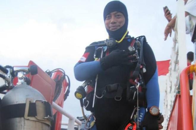 Một thợ lặn thiệt mạng trong lúc tìm kiếm cứu nạn máy bay Lion Air - Ảnh 1.
