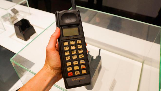 Ngược dòng thời gian: Muôn hình vạn trạng những chiếc điện thoại của Samsung trước thời kỳ smartphone - Ảnh 1.
