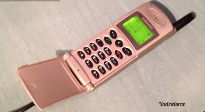 Ngược dòng thời gian: Muôn hình vạn trạng những chiếc điện thoại của Samsung trước thời kỳ smartphone - Ảnh 2.