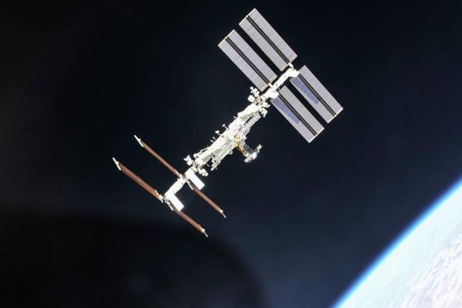Cận cảnh cuộc sống lơ lửng bên trong trạm vũ trụ quốc tế ISS - Ảnh 2.