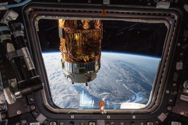 Cận cảnh cuộc sống lơ lửng bên trong trạm vũ trụ quốc tế ISS - Ảnh 12.