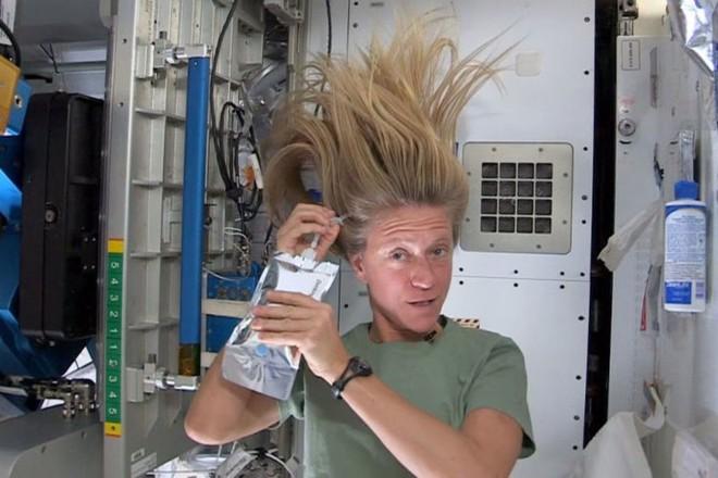 Cận cảnh cuộc sống lơ lửng bên trong trạm vũ trụ quốc tế ISS - Ảnh 16.