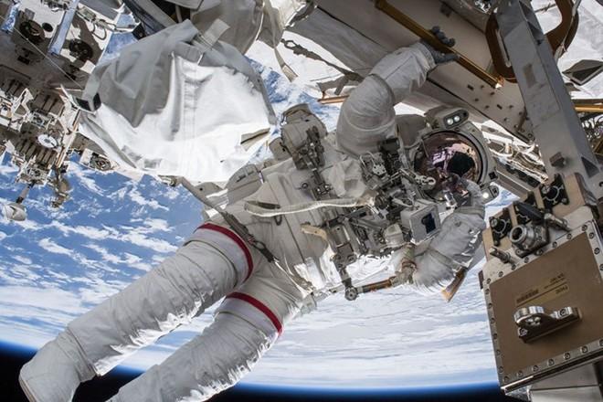 Cận cảnh cuộc sống lơ lửng bên trong trạm vũ trụ quốc tế ISS - Ảnh 4.