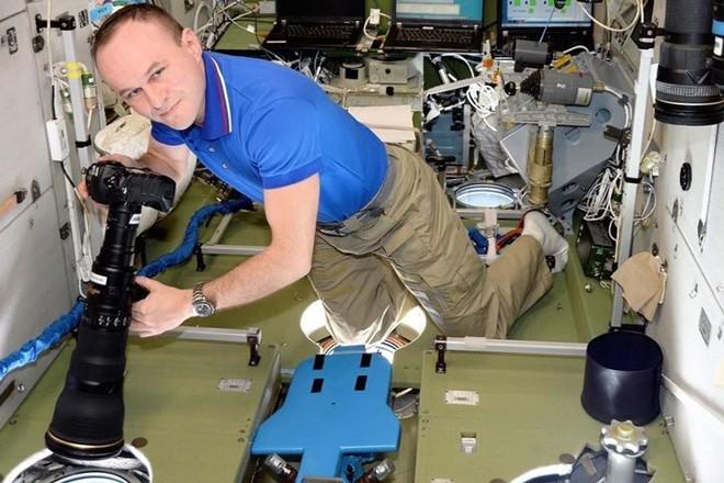Cận cảnh cuộc sống lơ lửng bên trong trạm vũ trụ quốc tế ISS - Ảnh 9.