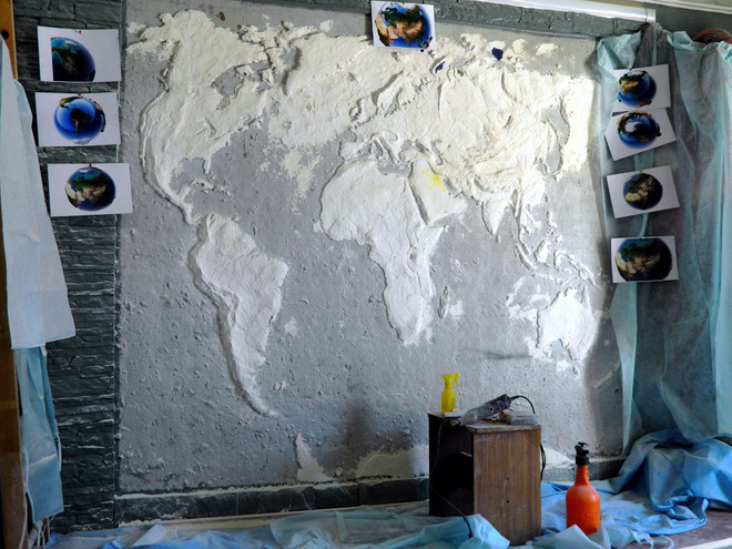 Anh chàng này đã tự làm bản đồ thế giới 3D trên tường chất như nước cất như thế nào? - Ảnh 4.