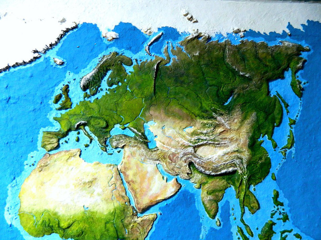 Anh chàng này đã tự làm bản đồ thế giới 3D trên tường chất như nước cất như thế nào? - Ảnh 6.