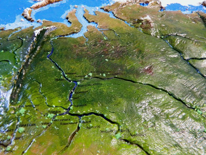 Anh chàng này đã tự làm bản đồ thế giới 3D trên tường chất như nước cất như thế nào? - Ảnh 9.