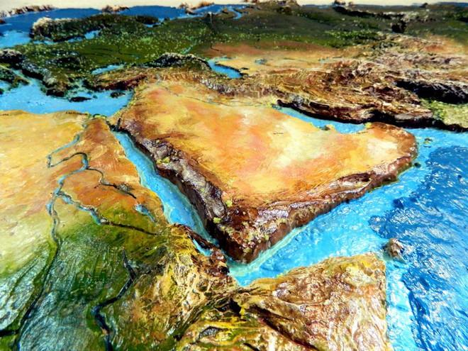 Anh chàng này đã tự làm bản đồ thế giới 3D trên tường chất như nước cất như thế nào? - Ảnh 15.
