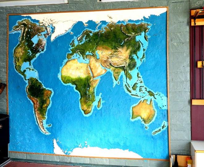 Anh chàng này đã tự làm bản đồ thế giới 3D trên tường chất như nước cất như thế nào? - Ảnh 19.