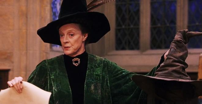 Mâu thuẫn dòng thời gian với chính Harry Potter, Fantastic Beasts 2 đang hack não fan đấy ư? - Ảnh 2.