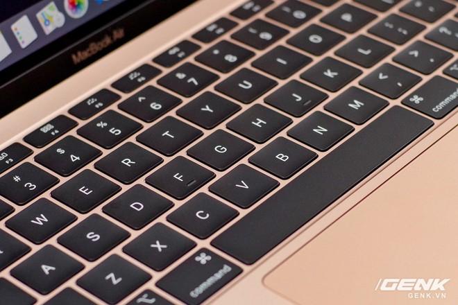 Cận cảnh MacBook Air 2018 vừa về Việt Nam: Nhiều nét tương đồng với MacBook Pro, lần đầu tiên có cảm biến vân tay, giá 37,5 triệu đồng - Ảnh 5.