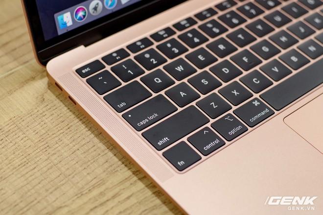 Cận cảnh MacBook Air 2018 vừa về Việt Nam: Nhiều nét tương đồng với MacBook Pro, lần đầu tiên có cảm biến vân tay, giá 37,5 triệu đồng - Ảnh 3.