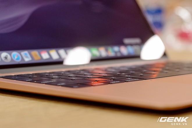 Cận cảnh MacBook Air 2018 vừa về Việt Nam: Nhiều nét tương đồng với MacBook Pro, lần đầu tiên có cảm biến vân tay, giá 37,5 triệu đồng - Ảnh 6.
